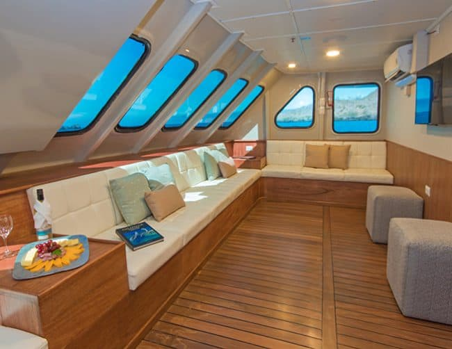 Tip top ii yacht galapagos