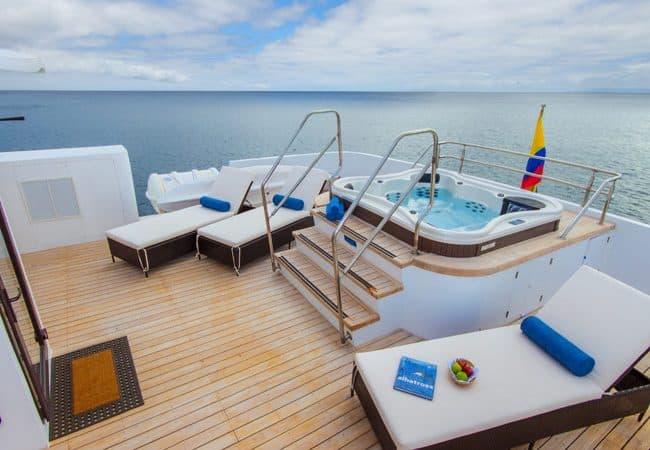 Natural Paradise Cruise Jacuzzi